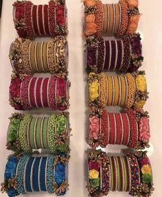 Wedding Jewellery Designs, Antique Jewellery Designs, Fancy Jewellery, Stylish Jewelry, Silk Thread Bangles Design, Silk Bangles, Bridal Bangles, Flower Jewellery For Haldi, Indian Bridal Jewelry Sets
