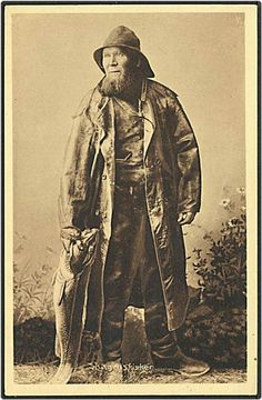 Danish vintage postcard, published by Laurits Schjelde, No. 4735. Depicting old fisherman from Skagen in Denmark. Unused. Dated to the 1920'.