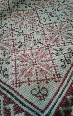 Crochet Tablecloth, Knitting Stitches, Cross Stitch Designs, Cross Stitching, Needlework, Elsa, Bohemian Rug, Lassi, Diy Crafts