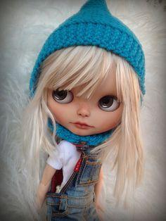 Evadne con su nuevo gorrito regalo de mi preciosa Becka   Flickr - Photo Sharing!