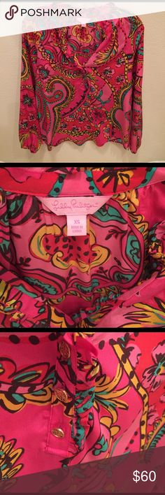 Lilly Pulitzer Elsa Blouse This is an extra small that was huge! So, I had it altered, but it is still very loose and more like a small. Lilly just makes these tops to be a loose fit Love this! More of a hip print. Great with jeans and some Jack Roger wedges! Lilly Pulitzer Tops Blouses