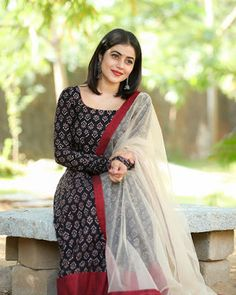 Actress Poorna Shamna Kasim New Photo Shoot Pics Simple Kurta Designs, Kurta Designs Women, Kurti Neck Designs, Dress Neck Designs, Kurti Designs Party Wear, Blouse Designs, Salwar Designs, Dress Indian Style, Indian Outfits