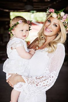 Adorable mother and daughter portrait (of Carolina Gynning).