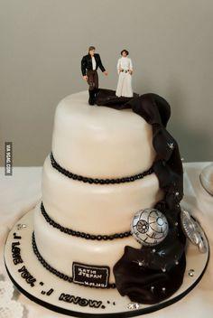 Star Wars wedding cake - My Wedding Guide Star Wars Wedding Cake, Geek Wedding, Our Wedding, Wedding Cakes, Dream Wedding, Wedding Disney, Bolo Star Wars, Star Wars Cake, Theme Star Wars