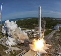 PcPOwersTechnology: Η SpaceX θέλει να στείλει 2 τουρίστες στο διάστημα...