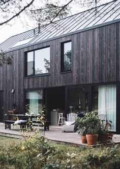 hejhej-mats are part of the New Haus Wood Architecture, Futuristic Architecture, Design Exterior, Black House, House In The Woods, Future House, House Ideas, New Homes, Cottage
