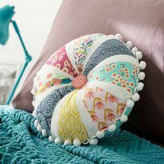 Petal Pom-Pom Pillow by Melissa & Matt Ybarra from Modern Patchwork Sewing Pillows, Diy Pillows, Decorative Pillows, Throw Pillows, Lumbar Pillow, Patchwork Pillow, Quilted Pillow, Quilting Projects, Sewing Projects