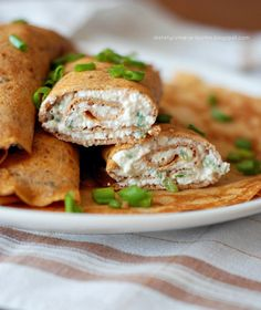Whole wheat tomato and basil crepes with spicy cottage cheese filling. Healthy and delicious! Healthy Eating Recipes, Clean Recipes, Healthy Snacks, Milk Recipes, Brunch Recipes, Crepes Party, Skinny Recipes, Relleno, Food For Thought