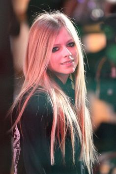 avril lavigne cute smile | Avril Lavigne - 2006 Turin Closing Ceremonies