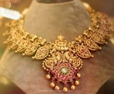 antique necklace Designs ~ Page 24 of 47 ~ South India Jewels Bridal Jewelry, Jewelry Gifts, Gold Jewelry, Jewellery Diy, Antique Necklace, Antique Jewelry, Antique Rings, Antique Gold, Ancient Jewelry