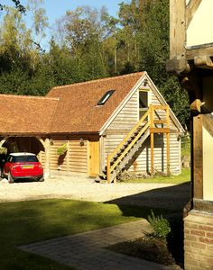 Wishing to know all the positive features about wooden garages, visit www.quick-garden.co.uk!