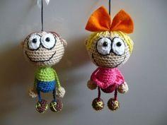 36 Llaveros adorables + 17 patrones en castellano   Otakulandia.es Crochet Dollies, Crochet Gifts, Cute Crochet, Crochet For Kids, Crochet Toys, Crochet Baby, Crochet Patterns Amigurumi, Amigurumi Doll, Crochet Keychain