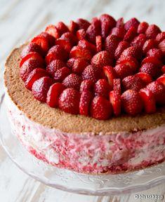 Perinteinen mansikkakakku | Reseptit | Kinuskikissa Kermit, Cake Decorating, Raspberry, Baking, Decoration, Food, Decor, Bakken, Eten