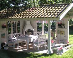 A beautiful idea for an outdoor living space. It reminds me of those horrid par… A beautiful idea for an outdoor living space. It reminds me of those horrid park picnic table shelters, but much more lovely! Patio Pergola, Casa Patio, Backyard Patio, Backyard Landscaping, Landscaping Ideas, Farmhouse Landscaping, Outdoor Rooms, Outdoor Gardens, Outdoor Living