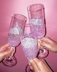 Pink champagne with pink glitter Boujee Aesthetic, Aesthetic Pictures, Aesthetic Clothes, Violet Aesthetic, Alcohol Aesthetic, Aesthetic Grunge, Aesthetic Vintage, Photo Wall Collage, Picture Wall