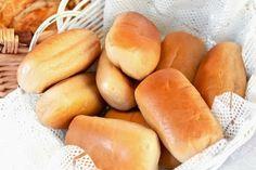 Conforme prometido, segue a receita de BISNAGUINHA CASEIRA. Ela é super fácil de fazer e ainda você economiza no final do mês! A criançada vai loucura agora !! INGREDIENTES 2 colheres de sopa de margarina 1/2 xícara de chá de açúcar 5 gemas 30g de fermento para pão 250ml de leite morno 500g de farinha … Continue lendo Bisnaguinha Caseira →