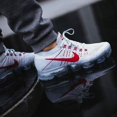 Shopping For Men's Sneakers. Do you want more info on sneakers? In that case please click right here for more info. Mens Sneakers You Can Dress Up Sneaker Outfits, Nike Outlet, Dr Shoes, Me Too Shoes, Oxford Shoes, Sweatshirts Nike, Tenis Nike Casual, Nike Trainer, Basket Style