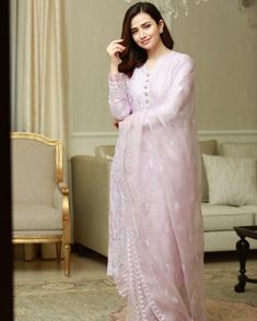 Simple Pakistani Dresses, Unique Dresses, Stylish Dresses, Casual Dresses, Fashion Dresses, Designer Bridal Lehenga, Bridal Lehenga Choli, Silk Anarkali Suits, Embroidery Suits Design