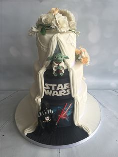 Star Wars Yoda Darth Vader Hochzeitstorte versteckt Panel - Star Wars Vader - Ideas of Star Wars Vader - Star Wars Yoda Darth Vader Hochzeitstorte versteckt Panel Star Wars Torte, Bolo Star Wars, Star Wars Cake, Star Wars Gifts, Star Wars Wedding Cake, Geek Wedding, Our Wedding, Wedding Cakes, Dream Wedding
