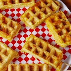 30 recipes you can make in a waffle iron - Waffle Corn Dogs horizontal Waffle Corn Dog Recipe, Waffle Maker Recipes, Sandwich Maker Recipes, Waffle Sandwich, Dog Recipes, Cooking Recipes, Skillet Recipes, Cooking Tools, Recipies