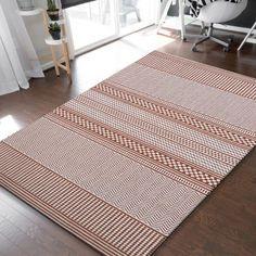 Niezwykle efektowny dywan sznurkowy ZARA nada wnętrzom twojego domu nietuzinkowego charakteru. Doskonale sprawdzi się w nowoczesnym lub klasycznym salonie, a także w sypialni, kuchni oraz na przedpokoju, gdzie już od progu będzie zachwycał odwiedzających cię gości. Dywan dwustronny do zastosowania wewnątrz i na zewnątrz, np. na balkonie. Produkt wykonany ze 100% polipropylenu, co oznacza, że jest bardzo wytrzymały i odporny na ścieranie oraz odbarwianie. #dywan #doprania #dwustronny #zara… Rugs, Home Decor, Farmhouse Rugs, Decoration Home, Room Decor, Home Interior Design, Rug, Home Decoration, Interior Design