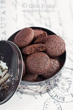 biscuiti cu cacao si zmeura 1 Vegan Sweets, Sweets Recipes, Cake Recipes, Romanian Desserts, Romanian Food, Sweet Cakes, Vegan Dishes, Good Food, Food And Drink