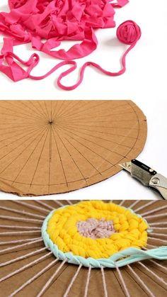How to make a beautiful patchwork {& DIY t-shirt yarn!} - A piece of rainbow - Diy projectHow to make a beautiful patchwork {& DIY t-shirt yarn!} - A piece of rainbow amp diy a Pot Mason Diy, Mason Jar Crafts, Yarn Crafts, Diy And Crafts, Crafts For Kids, Teen Summer Crafts, Diy Crafts Using Yarn, Creative Crafts, Decor Crafts