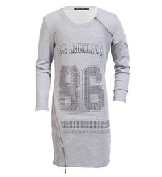 Be a Diva sweatjurk model Vegas. Deze lange sweater is voorzien van een print van strass steentjes en heeft decoratieve ritsjes aan de voorzijde - Vegas Grijs melee - NummerZestien.eu