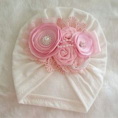 This turban is a stunner! It features a combination ivory in soft pink flowers accented with beautiful rhinestones and pearls. turban made of soft fabric Perfect for newborns, toddlers and young girls! *This sweet turban design is perfect for Fabric Flower Headbands, Diy Baby Headbands, Fabric Flowers, Pink Flowers, Baby Turban, Creation Couture, Diy Hair Accessories, Diy Dress, Baby Girl Dresses