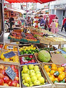 One of the numerous street markets of Paris. This is why French people are more fit than Americans.
