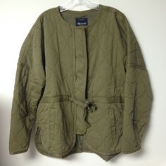 Madewell Quilted Drawstring Jacket - XL New with tags and never worn Madewell quilted jacket in army green. Super soft and warmer than it looks! Cute collarless style with drawcord that can cinch the waist. Zips up. Madewell Jackets & Coats