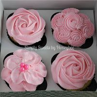 Simply Sweets by Honeybee: Mother's Day Cupcakes {Video Tutorial}. How to frost cupcakes - video. These are pretty! Deco Cupcake, Cupcake Cookies, Cupcake Wars, Cupcake Videos, Cupcake Recipes, Gourmet Cupcakes, Cake Decorating Tips, Cookie Decorating, Cupcakes Flores
