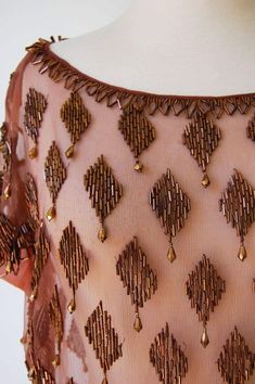 New embroidery designs saree blouse 42 ideas Bead Embroidery Tutorial, New Embroidery Designs, Kurti Embroidery Design, Bead Embroidery Patterns, Hand Embroidery Dress, Tambour Embroidery, Couture Embroidery, Embroidery Fashion, Tambour Beading