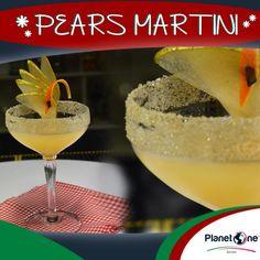 """Cocktail Alcolico """"Pears Martini""""  Ingredienti: 3 barspoon confettura pere e rosmarino 1 oz succo limone 1 oz succo mandarancio 1 barspoon zucchero liquido 1 ¼ Absolut Wild Tea zucchero canna e cannella (per la crustas) per la ricetta completa visita: http://www.planetone.it/i-cocktail-di-natale-di-giorgio-puma-edizione-2014/"""