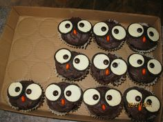 and easy to do, eyes are the half of the oreo that wins, and nose is an m'n'm Owl Desserts, Sweet Desserts, Dessert Recipes, Owl Cupcakes, Funny Cake, Perfect Food, Diy Projects To Try, Cake Designs, Amazing Cakes