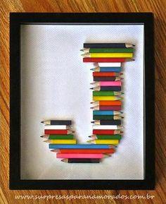 quadro com restos de lápis de cor