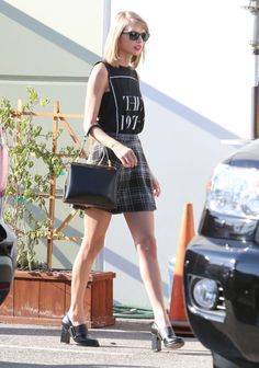 Taylor Swift Walks In West Hollywood - http://oceanup.com/2014/11/22/taylor-swift-walks-in-west-hollywood/
