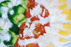 Samo zdrowie: #brokuły, #jajka, #pomidory polane pysznym #SosemCzosnkowym. Jami :)