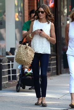 ❤ White lace top, skinny jeans, leopared shoes, beige woven tote, gold bracelet & watch - Olivia Palermo