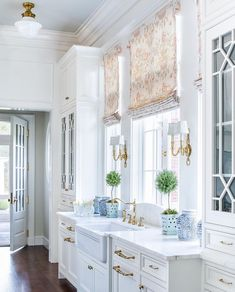 How to Make Your Kitchen Beautiful with Glass Cabinet Doors — Heather Hungeling Design Classic White Kitchen, Kitchen White, White Kitchens, Bright Kitchens, Dream Kitchens, Luxury Kitchens, Blue Ceilings, High Ceilings, Glass Cabinet Doors