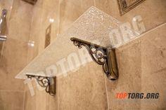 Стеклянная полка в ванную комнату с бронзовыми креплениями.  #полка #стекляннаяполка #полкадляванной #стекло  #shelf #glass #бронза #bronze #классика #classic #интерьер #interior #ваннаякомната #bathroom #аксессуары #accessories #аксессуарыдляванной #bathroomaccessories