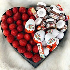 Looking for cute Valentines Day Gifts for Boyfriend or husband? Here are 100 Romantic DIY Valentines Day Gifts for Him which your Man will abosultely LOVE! Diy Valentines Day Gifts For Him, Valentines Diy, Chocolate Gift Boxes, Chocolate Lovers, Nutella Gifts, Chocolate Tumblr, Valentine's Day Diy, Food Gifts, Diy Gifts