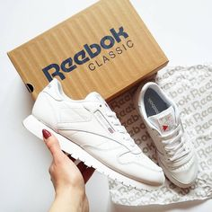 "(@reebokclassicpolska) na Instagramie: ""Dbanie o białe klasyki to nie lada wyzwanie 💪 Ale dla takich cudeniek warto się postarać!…"" Reebok, Sneakers, Classic, Instagram Posts, Shoes, Fashion, Tennis, Derby, Moda"
