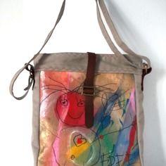 Sac de créatrice/toile peinte , tissus recyclés , bandoulière/ collection free