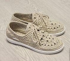 Купить или заказать Мокасины льняные вязаные в интернет-магазине на Ярмарке Мастеров. Если Вы цените комфорт и натуральность материалов - льняная обувь для Вас!!! Мокасины льняные натурального цвета прекрасно сочетаются со многими вещами. Стильные, модные ... они добавят комфорта и внесут разнообразие в Ваш гардероб. Очень удобная форма подошвы в спортивном стиле ... Стелька внутри тоже льняная, ручной работы. Также есть лён других расцветок! Предоставлю фото по запросу!
