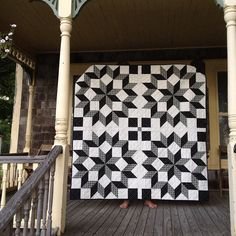 Carpenter's Wheel - love these colors. Link to a QAL with instructions for block in 3 different sizes. Star Quilt Patterns, Star Quilts, Quilt Blocks, Black And White Quilts, Black Quilt, Black White, Quilting Projects, Quilting Designs, Quilting Ideas