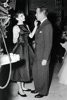 "summers-in-hollywood: ""Audrey Hepburn and Humphrey Bogart on the set of Sabrina, 1954 "" Humphrey Bogart, Audrey Hepburn Pictures, Audrey Hepburn Born, Golden Age Of Hollywood, Classic Hollywood, Old Hollywood, Hollywood Images, Hollywood Style, Hollywood Glamour"