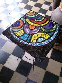 Mesita con azulejos Mosaic Ideas, Mosaic Projects, Table Bar, Mosaic Art, Small Living, Tables, Rainbow, Patterns, Mirror