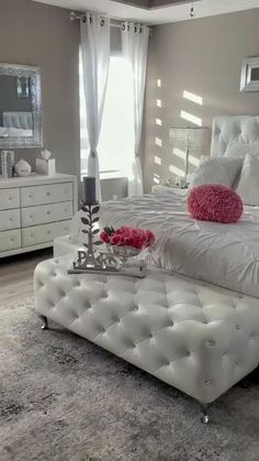 White Bedroom Decor, Master Bedroom Design, Room Ideas Bedroom, Bedroom Furniture, Classy Bedroom Ideas, Bed Room, Stylish Bedroom, Fancy Bedroom, Glam Bedroom