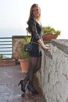 Black lace and fucsia lipstick Sexy Outfits, Stylish Outfits, Girl Outfits, Cute Outfits, Fashion Outfits, Women With Beautiful Legs, Nylons And Pantyhose, Boho Fashion, Fashion Models